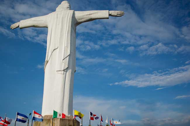 Get great views of Cali from Cristo Rey statue.